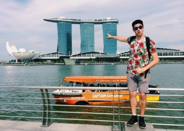 Bronson en Singapur, durante uno de sus tantos viajes.