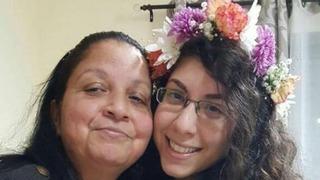 Ora Anter y su hija menor, Avda, sobrevivientes al atentado.