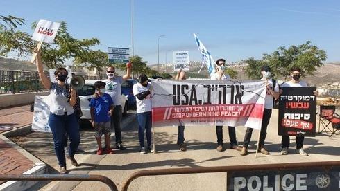 Decenas de palestinos protestaron en Al Bireh.