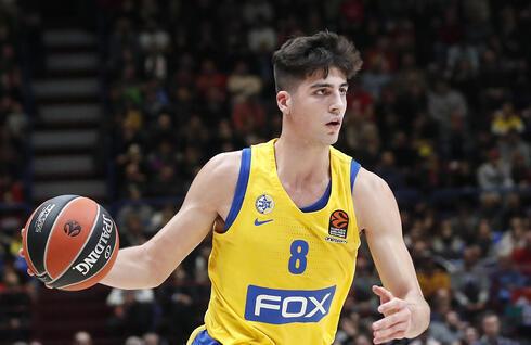 Deni Avdija jugando para Maccabi Tel Aviv.