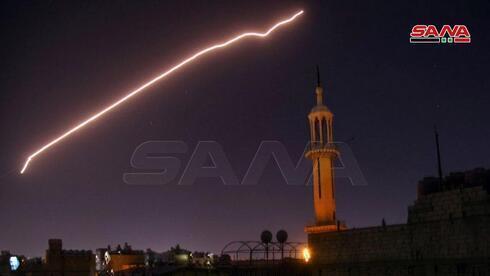 Defensas antiaéreas sirias durante un ataque atribuido a Israel en julio.