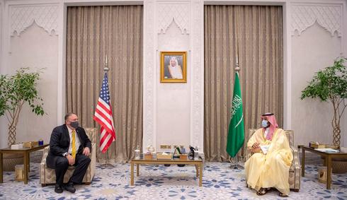 El secretario de Estado de Estados Unidos, Mike Pompeo, y el príncipe heredero saudita, Mohammad bin Salman, mantuvieron un encuentro oficial ayer en Riad.