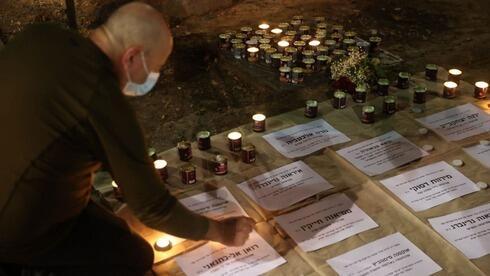 Memorial en homenaje a las víctimas de la violencia de género en Tel Aviv.
