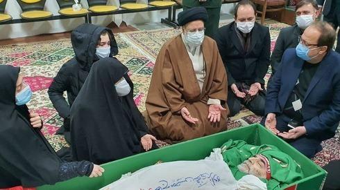 El jefe del sistema judicial iraní y familiares de Fakhrizadeh despiden al científico.