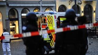 Dos personas murieron y 15 resultaron heridas después de que un automóvil las atropellara en la sudeste de Alemania.