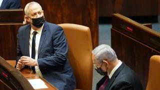 Benny Gantz y Benjamín Netanyahu durante la sesión en la Knesset.