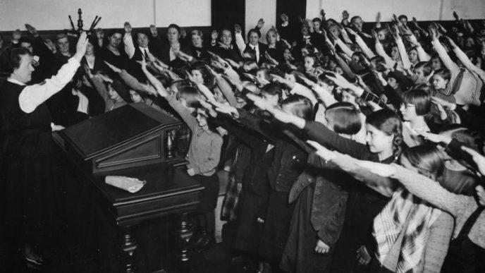 Escuela primaria en Alemania durante la era nazi.