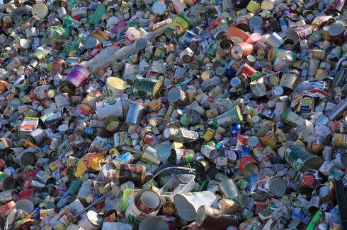 El metal de las latas es reutilizado para formar lingotes de hierro para la industria.