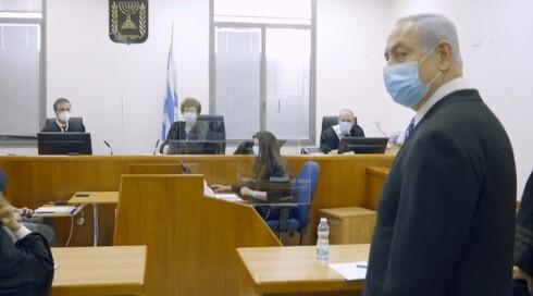 Benjamin Netanyahu compareciendo ante el tribunal como parte de su juicio por corrupción, en mayo de 2020.