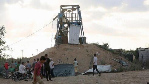 Destruição de uma posição do Hamas após uma ofensiva israelense em Gaza.