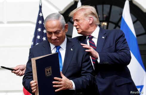 El primer ministro israelí, Benjamín Netanyahu, y el presidente de Estados Unidos, Donald Trump, durante la firma de los Acuerdos de Abraham.