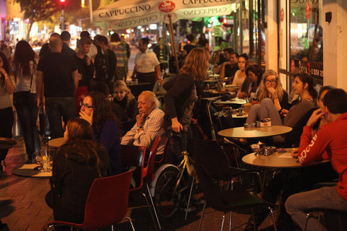 Un concurrido café de Tel Aviv.