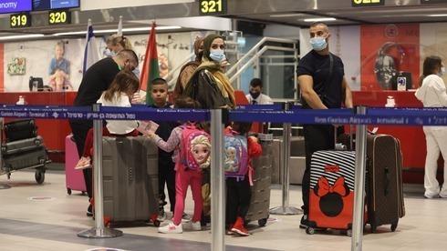 Israelíes en el aeropuerto Ben Gurion antes de volar a Dubai.