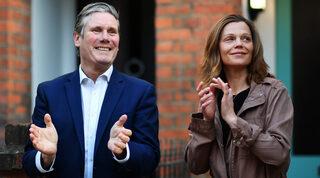 Keir Starmer y su esposa, Victoria Alexander.