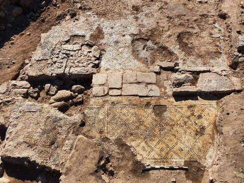Pared en la que fue encontrada la piedra siendo reutilizada.
