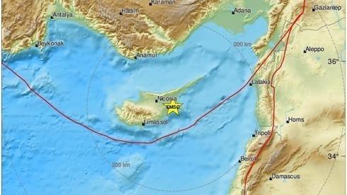 O terremoto forçou a evacuação de vários arranha-céus.