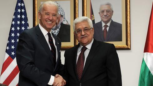 El presidente de la Autoridad Palestina, Mahmoud Abbas, y Joe Biden en 2010.