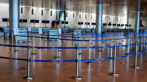 El principal aeropuerto de Israel, vacío durante las restricciones de coronavirus.