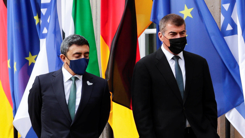 El ministro de Relaciones Exteriores de los EAU, Abdullah bin Zayed Al Nahayan, y el ministro de Relaciones Exteriores de Israel, Gabi Ashkenazi.