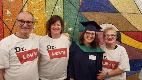 Uri Levy con su familia.