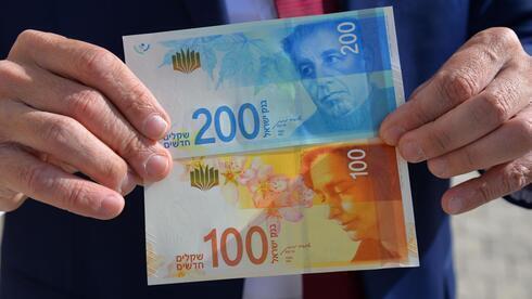 Billetes de 100 y 200 shekels.