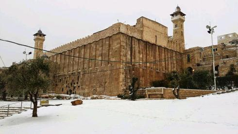 Cueva de los Patriarcas cuando estuvo cubierta de nieve, hace unos años.