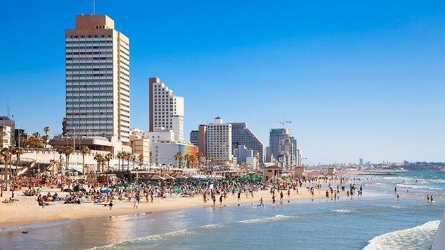 Sol, arena y mar en Tel Aviv.