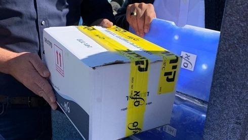 Uma caixa de vacina contra a COVID-19, dá a empresa Moderna, que foi transferida para a Autoridade Palestina.