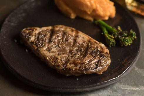 Primer bistec cultivado de tamaño completo.