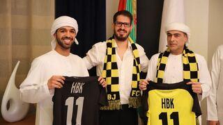 Moshe Hogeg (centro) y Hamad Bin Khalifa (derecha) tras el anuncio del acuerdo, que finalmente fue cancelado.