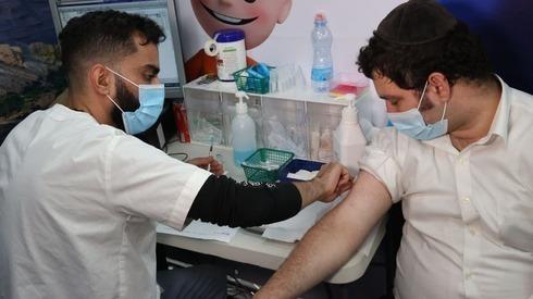 Un centro de pruebas para detectar coronavirus en Bnei Brak.