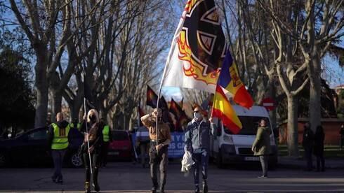 Extremistas de extrema derecha marchan en Madrid en homenaje a la 'División Azul' franquista.