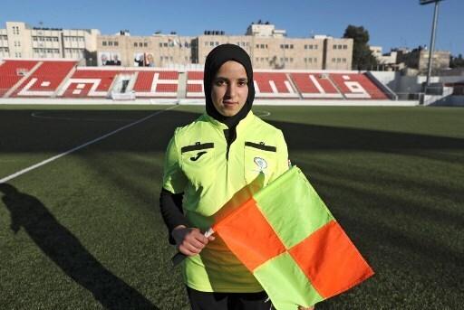 Hanine Abou Mariam arbitra partidos hombres hace tres años.