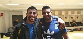 El iraní Mollaei junto al israelí Muki, una foto que recorrió el mundo deportivo.