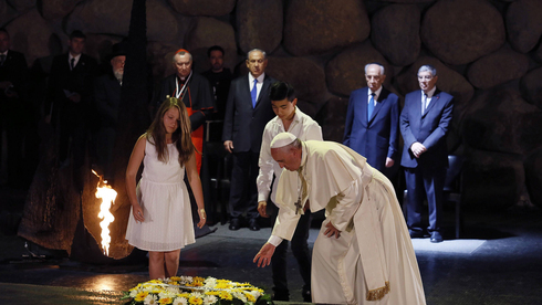 El Papa Francisco durante su visita a Yad Vashem en 2014.