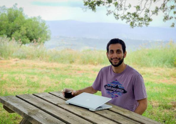 Omer Shai, creador de Gather, programa de trabajo digital en kibutzim.