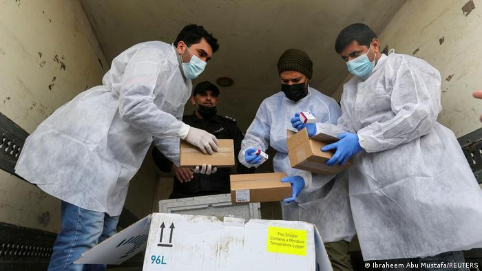 Llegada a Gaza de las primeras dosis de la vacuna Sputnik V.