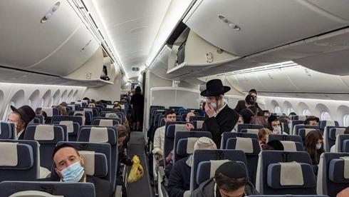 Israelíes que regresan de Nueva York en un vuelo de rescate.