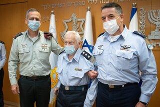 Ziloni junto a Aviv Kochavi y Amikam Norkin.