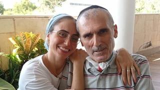 Haim Dabush junto a su esposa.