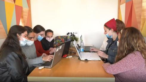 Capacitación de mujeres haredíes israelíes en la industria de alta tecnología.