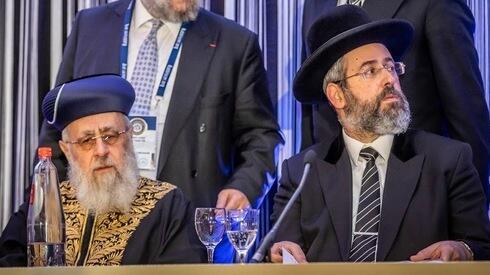 Rabinos principales Yitzhak Yosef y David Lau.