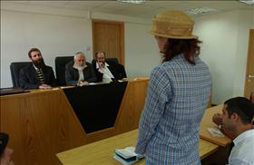 Una mujer que atraviesa el proceso de conversión en un tribunal rabínico de Jerusalem.