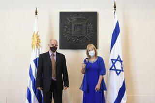 Yoed Magen junto a Carolina Cosse.