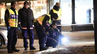 Policías en la escena del ataque.