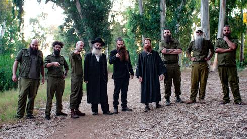 Un grupo de 17 militares que están de acuerdo con la campaña presentaron una petición a la Corte Suprema.