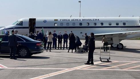 El avión con la comitiva brasileña en el aeropuerto Ben Gurion en Tel Aviv.