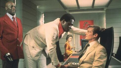 "Yaphet Kotto en el papel de Dr. Kananga en la película ""Vive y deja morir"" de la saga James Bond en 1973."