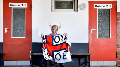 Un aficionado de la selección de las Islas Feroe.