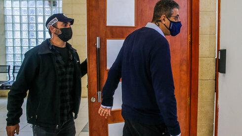 Ilan Yeshua, el testigo clave que denunció amenazas, ingresa al tribunal.